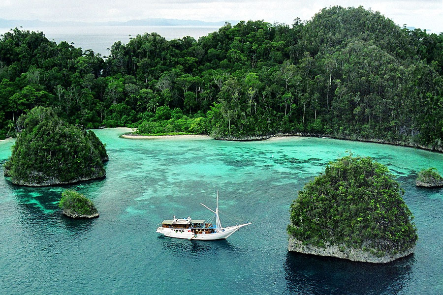 Sorong Indonesia  city photos gallery : Triton Bay Diving, West Papua, Indonesia – Top Indonesia Holidays