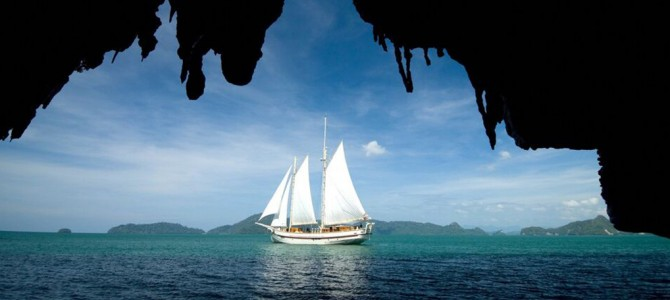 Last Minute Offers: Luxury Sailing aboard Raja Laut Yacht Charter