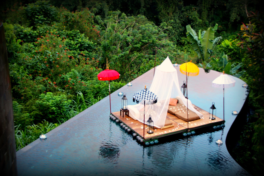ultimate romantic dinner at ubud hanging gardens bali. Black Bedroom Furniture Sets. Home Design Ideas